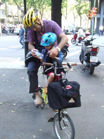 La manca d'aparcaments bicicleta a la feina, principal demanda a l'esmorzar ciclista