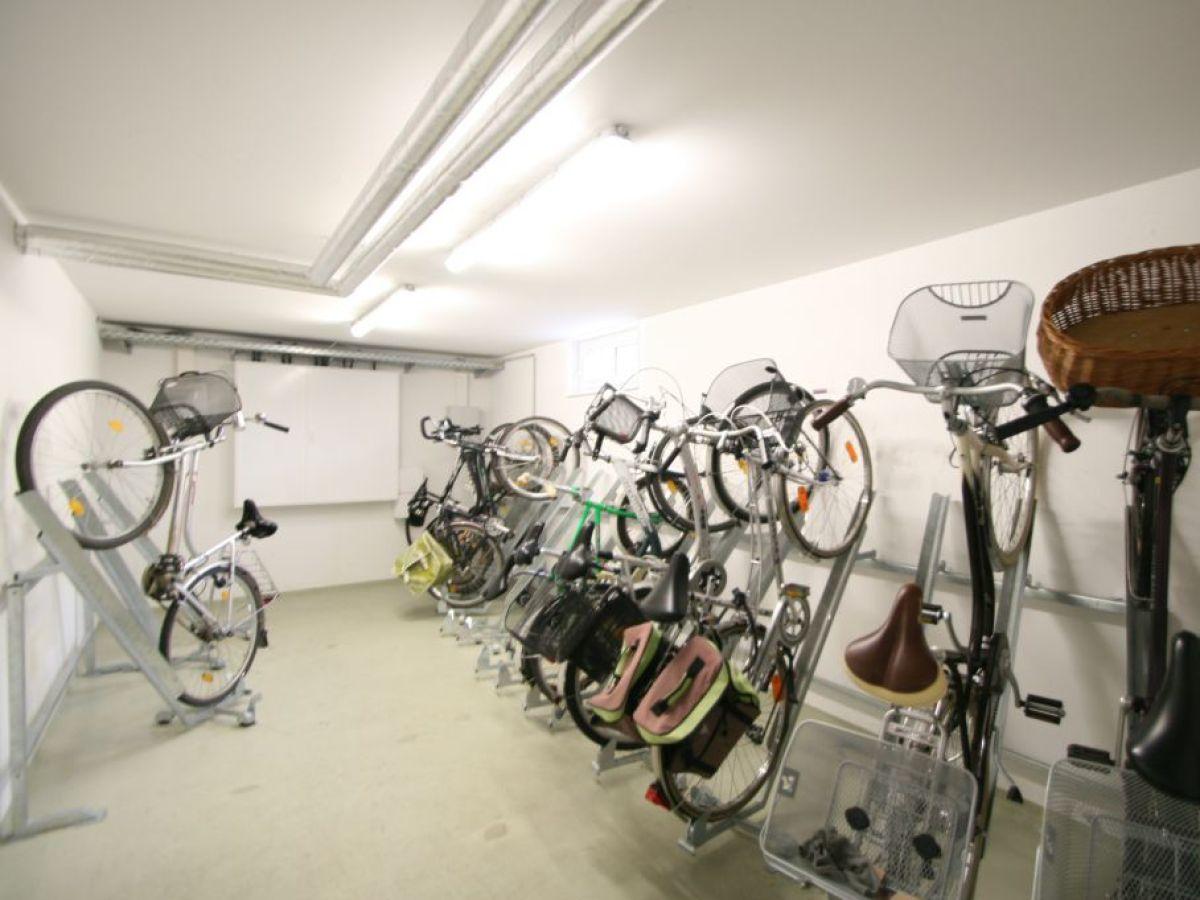 Els espais per a pàrquing de bicis a les comunitats de veïns, exclosos de les ajudes a rehabilitació.