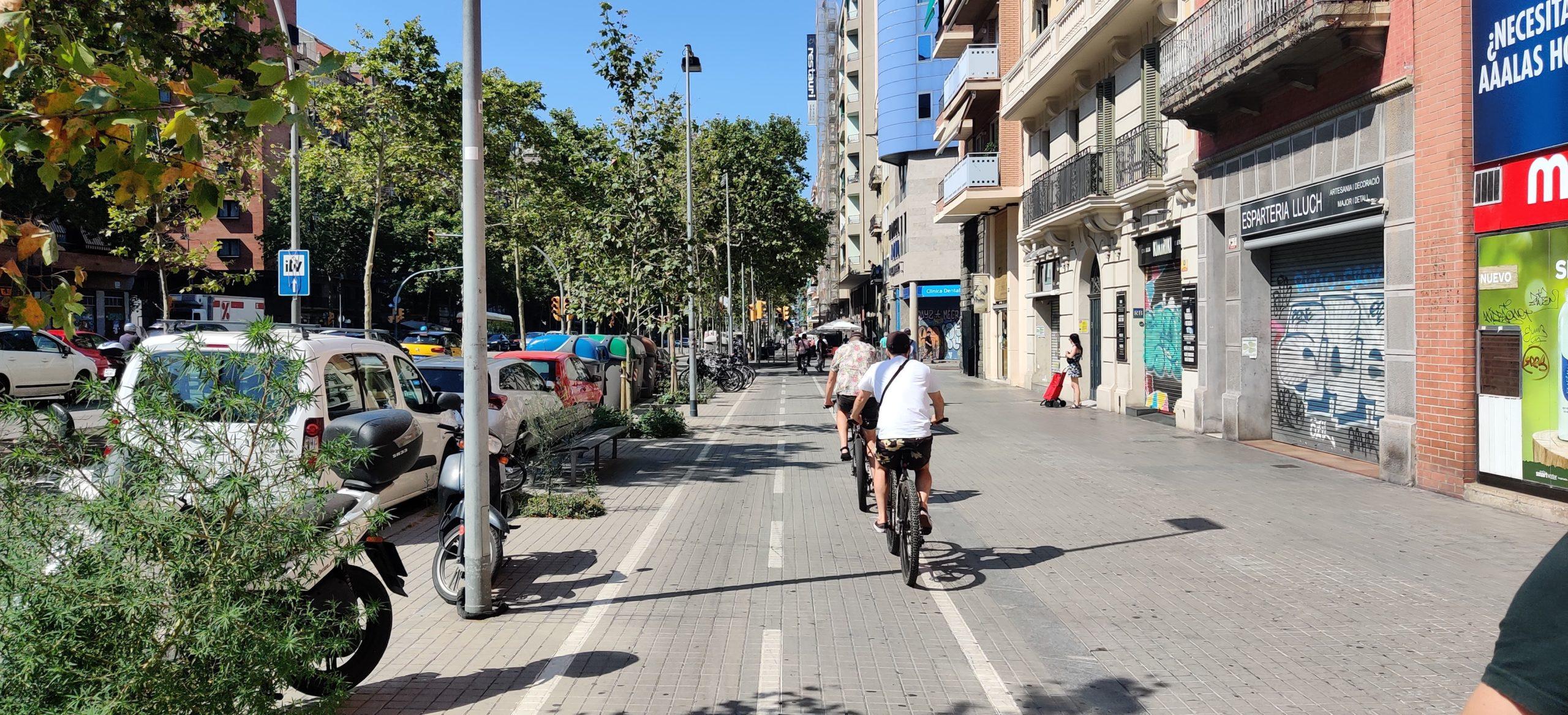 Els mal anomenats carrils bici en vorera