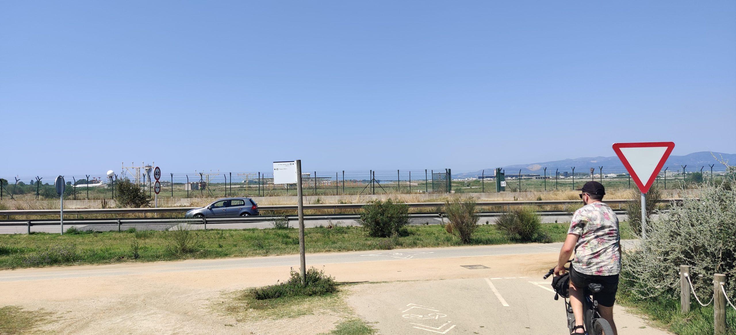Arribant al mirador de l'Aeroport del Prat.