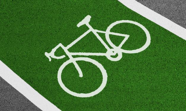 No, les bicis no paguen impost de circulació, perquè no existeix
